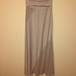 Maxi skirt grey and white